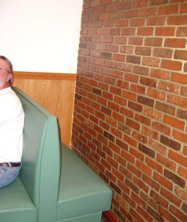 Banquette au face au mur
