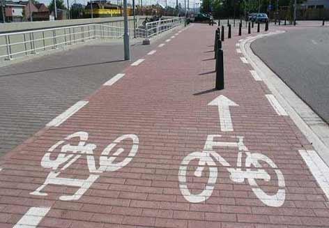 piste cyclable avec des obstacles