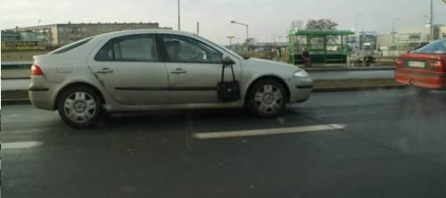 sac a main a l exterieure de la voiture