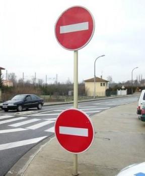 Deux panneaux sens interdit pour le prix d'un