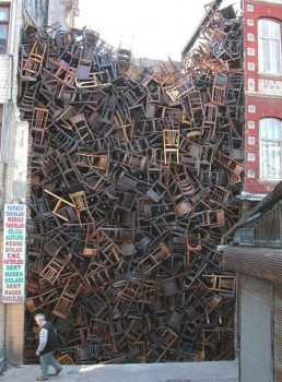 Empilement de chaises