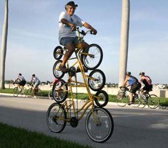 4 velos superposés en un seul vélo
