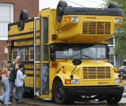 bus scolaire jaune double et inversé