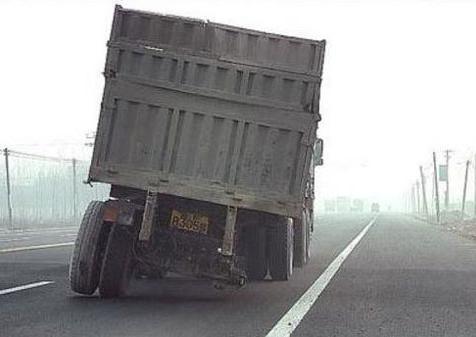il manque une roue au camion