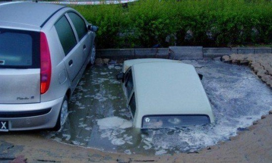 voiture garee qui coule