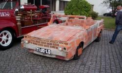 voiture en briques