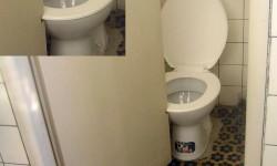 la porte coince avec les toilettes
