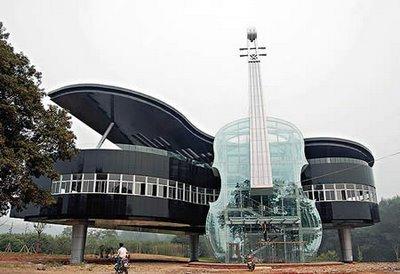 Piano géant violon en verre géant