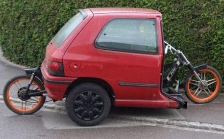 moitié voiture moitié moto