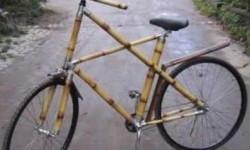 un vélo en bambou
