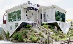 une maison à l'envers