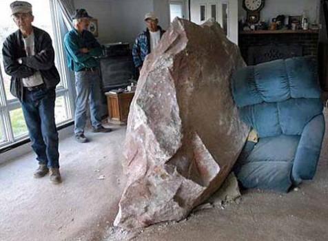 Boum, un rocher dans le salon
