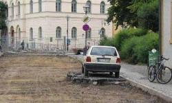 Il a oublié d'enlever sa voiture de la rue