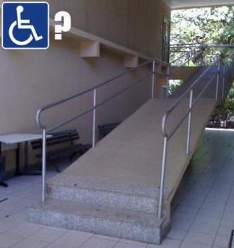 Accès pour handicapés qui peuvent monter des marches !