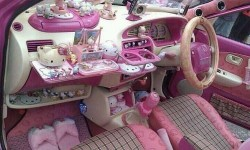 intérieur de la voiture de Barbie