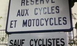 Réservé aux cycles et motocycles