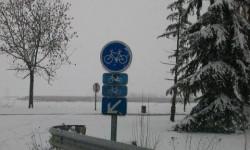 Il y a 2 fois le même panneau vélo