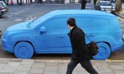 Une drôle de voiture bleue
