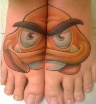 Tatouage du champignon de Mario sur les 2 pieds