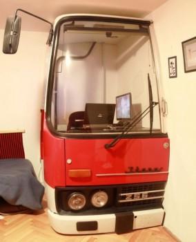 Une cabine de camion pour un bureau d'appartement