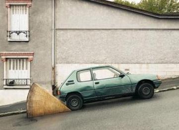 Une cale géante pour une petite voiture