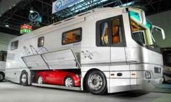 Un camping car de rêve avec voiture intégrée