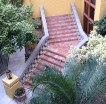 Un escalier qui va droit dans le mur