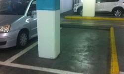 Place de parking voiture pour une moto