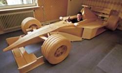 Voiture de Formule 1 en bois
