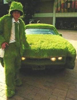 Postulant pour Cetelem, avec sa voiture qui va bien