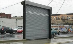 Une  porte de parking bien inutile