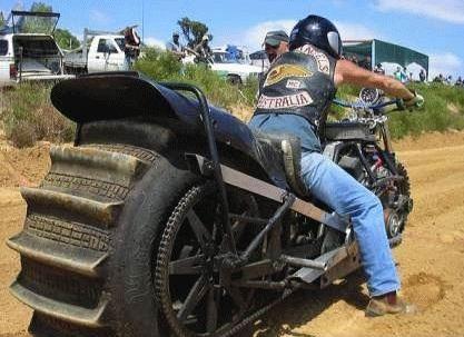 Une vraie moto tout terrain, encore mieux que MadMax