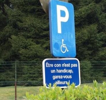 Etre con n'est pas un handicap, garez vous ailleurs