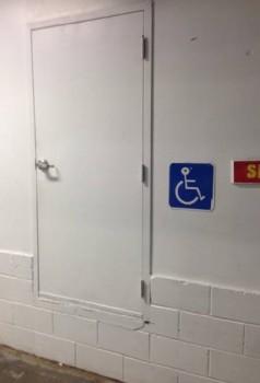 Un accès handicapé sans marches