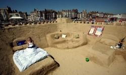 une pièce de la maison en sable