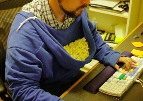 un geek qui aime le popcorn