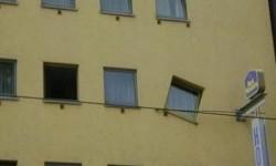 une fenêtre de travers