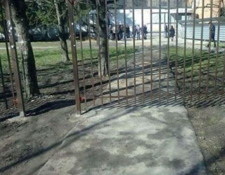 porte de la grille mal placée