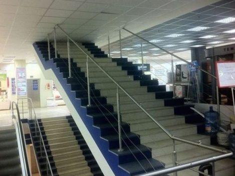 Un escalier pour atteindre le plafond