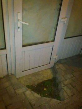 une ouverture de porte compliquée